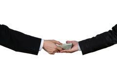 Primer de Person Hand Giving Money To la otra mano Imagen de archivo libre de regalías