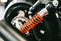 Primer de primaveras, bici grande de la motocicleta de los amortiguadores de choque Imagenes de archivo