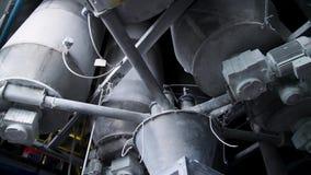 Primer de tuberías y de los tanques del destillation de una planta de la aceite-refinería Ciérrese para arriba de tuberías de ace almacen de video