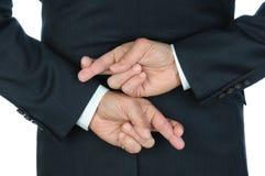 Hombre de negocios con los dedos cruzados Foto de archivo libre de regalías