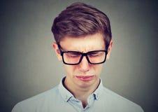 Primer de un hombre gritador del adolescente Imagenes de archivo