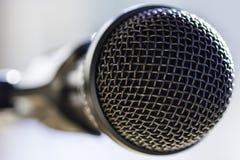 Primer de un micrófono Fotos de archivo libres de regalías