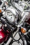 Primer de un motor grande de la motocicleta del cromo, cromo brillante plateado Fotografía de archivo