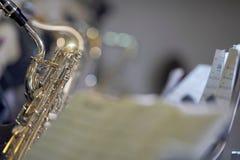 Saxofón con la cuenta Imagenes de archivo