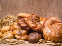 Primer de una aún-vida hermosa del pan, wi de los productos de pasteles Imagen de archivo libre de regalías