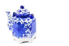 Primer de una caldera de té con una taza de té Imagen de archivo libre de regalías