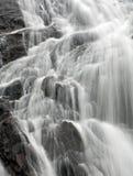 Primer de una cascada Foto de archivo libre de regalías