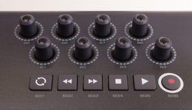 Primer de una fila de botones en un teclado de MIDI Imágenes de archivo libres de regalías