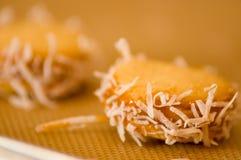 Primer de una galleta con milk caramelizada dulce de leche y coco, galletas Alfajores de Argentina Imagenes de archivo