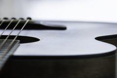 Primer de una guitarra Fotos de archivo libres de regalías