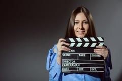 Primer de una muchacha con una chapaleta de la película Foto de archivo