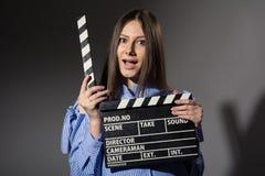 Primer de una muchacha con una chapaleta de la película Imágenes de archivo libres de regalías
