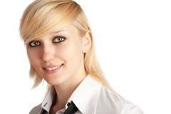 Primer de una mujer sonriente joven Imagen de archivo libre de regalías