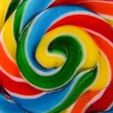 Primer de una piruleta colorida del caramelo Imágenes de archivo libres de regalías