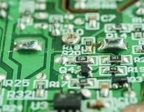 Primer de una placa de circuito impresa electrónica Foto de archivo libre de regalías