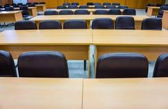 Primer de una sala de conferencias vacía antes de encontrar Foto de archivo