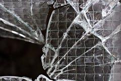 Primer de una ventana de cristal rota foto de archivo