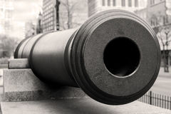 Primer del barril del cañón de la guerra, conmemorativo en la ciudad céntrica en remem Imagen de archivo libre de regalías