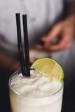 Primer del cóctel espumoso del colada del pina del coco, tiempo del partido Fotografía de archivo libre de regalías