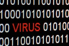 Primer del código binario infectado por el virus. fotografía de archivo