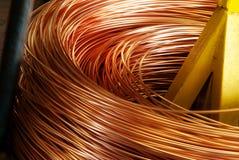 Primer del cable de cobre que es rodado para arriba Fotos de archivo
