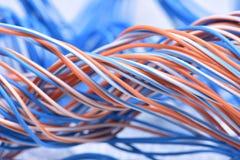 Primer del cable y del alambre en la red de ordenadores Foto de archivo libre de regalías