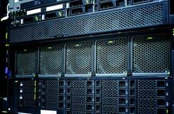 Primer del centro de datos del servidor con los detalles, fans, discos duros del panel Imagen de archivo