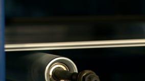 Primer del cilindro de giro en la máquina almacen de video