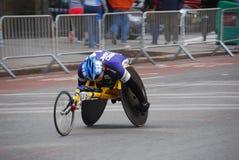 Primer del corredor de la silla de ruedas del maratón de 2014 NYC Fotografía de archivo libre de regalías