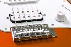 Primer del detalle de la guitarra eléctrica Fotografía de archivo libre de regalías