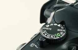 Primer del dial de la cámara de DSLR eso muestra el dial del modo que tira foto de archivo