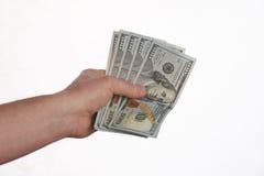 Primer del dinero de los billetes de banco del dólar de EE. UU. de Person Hand Giving imagenes de archivo