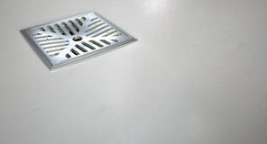 Primer del dren de piso de la ducha de Chrome Foto de archivo
