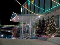 Primer del edificio de oficinas del pórtico. Año Nuevo. Foto de archivo libre de regalías