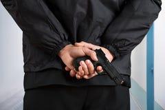 Primer del escolta Holding Pistol Fotos de archivo libres de regalías