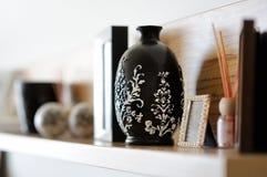 Primer del florero en sala de estar adornada Imagen de archivo