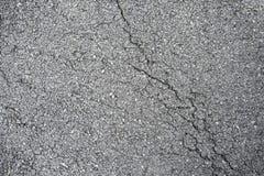 Primer del fondo de la textura de la carretera de asfalto de la grieta Fotos de archivo
