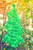 Primer del fondo de las decoraciones del árbol de navidad (imag filtrado Fotografía de archivo