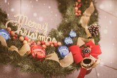 Primer del fondo de las decoraciones del árbol de navidad (imag filtrado Fotografía de archivo libre de regalías