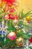 Primer del fondo de las decoraciones del árbol de navidad (imag filtrado Imagen de archivo