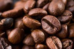 Primer del fondo grande marrón del café de los granos horizontal Fotos de archivo