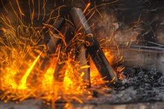 Primer del fuego en la chimenea foto de archivo libre de regalías