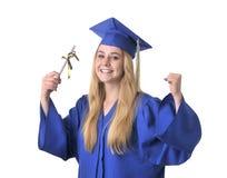 Primer del graduado adolescente feliz de la muchacha Imagen de archivo libre de regalías