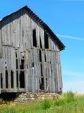 Primer del granero viejo, inusitado con la fundación de la roca en la región de los lagos finger Fotos de archivo