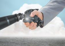 Primer del hombre de negocios que sacude las manos con la mano del robot con las nubes en fondo libre illustration