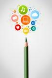 Primer del lápiz con los iconos sociales de la red Foto de archivo