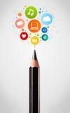 Primer del lápiz con los iconos sociales de la red Fotos de archivo libres de regalías