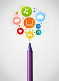 Primer del lápiz con los iconos sociales de la red Imágenes de archivo libres de regalías