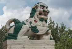 Primer del león de la nieve, Vihara del monasterio budista de Namdroling, C Foto de archivo