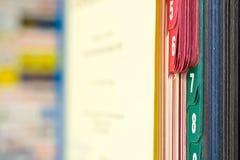 Primer del libro con las tabulaciones coloreadas Fotos de archivo libres de regalías